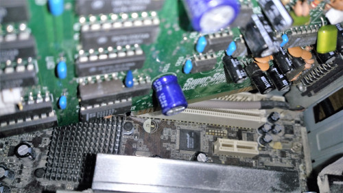 Width of the terminal does match the modern PCI/PCI Express slot