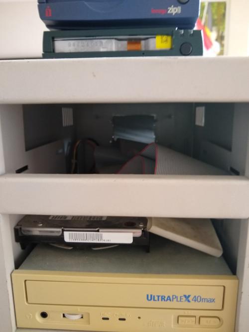 Opstelling-SCSI-harddiscs.jpg